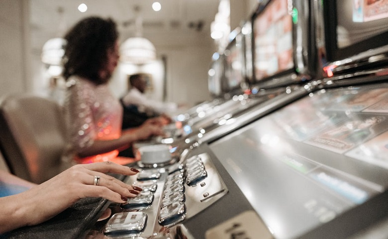 Why do people prefer online baccarat?